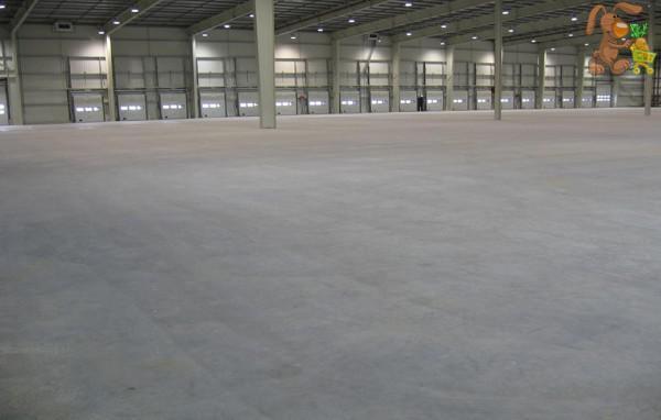 бетонный пол в ангаре